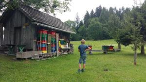 Bienenstock am Wanderweg Weissensee Ostufer